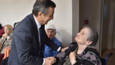 Alzheimer hastalığıyla mücadele eden vatandaşlar ve aileleri yalnız bırakılmıyor