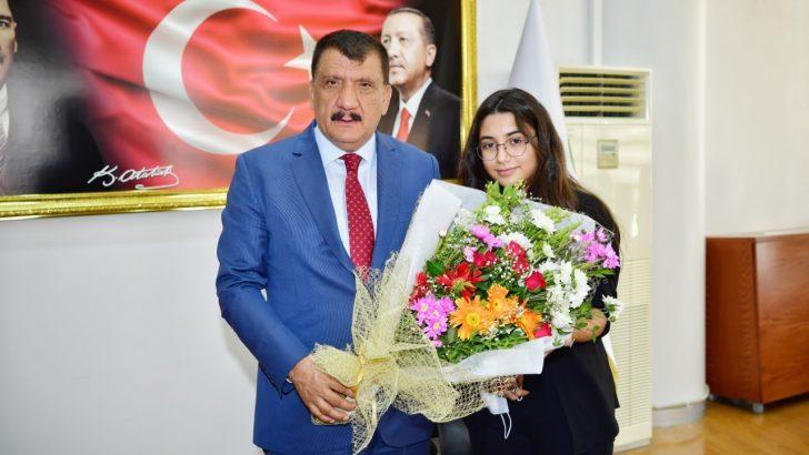 Başarılı öğrencilerden Gürkan'a ziyaret