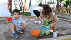 Bebeklere özel parkın açılış kurdelesini çocuklar kesti,