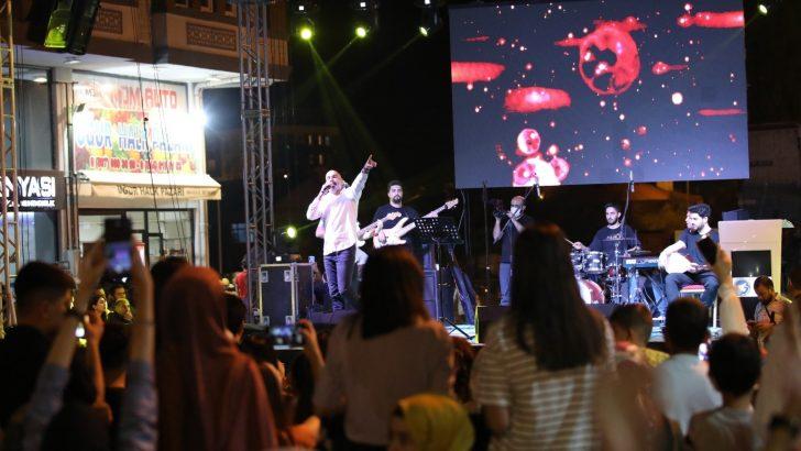 Bölgenin ilk çocuk eğlence merkezi konser eşliğinde açıldı