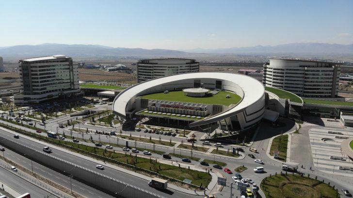 Erzurum Şehir Hastanesi 1.5 yılda 1 milyon 250 bin hastaya hizmet verdi