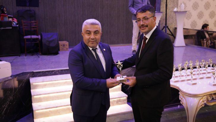 """Fatih Çalışkan'a """"En Başarılı Belediye Başkanı"""" ödülü"""