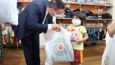 Okul çağındaki çocuklara giysi desteği