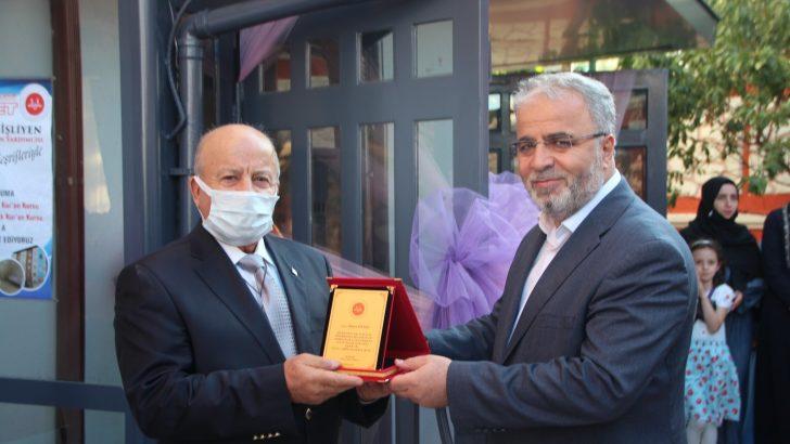 Bilecik'te hayırsever Ahmet Yıldız'a plaket takdim edildi