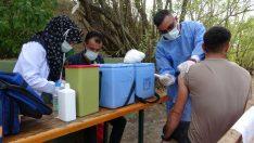 (Özel) Van Gölü sahiline aşı standı kuruldu