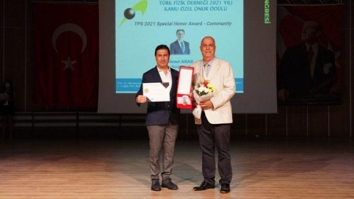 Türk Fizik Derneği'nden Başkan Aras'a onur ödülü