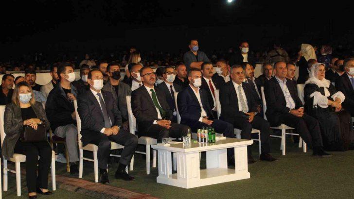 """Bakan Kasapoğlu Şırnak'ta """"Kültür Şöleni ve Ses Yarışması"""" finaline katıldı"""