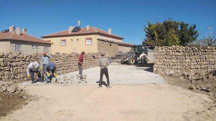 Develi'de kırsal mahallelerde çalışmalar tüm hızıyla devam ediyor