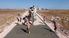 Hilvan'da çelik hasırlı beton yol çalışması