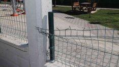 Özgürlük Mahallesinde yapımı devam eden parktaki donatılar tahrip edildi