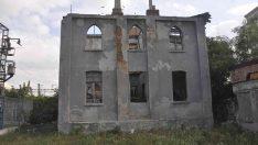 Tarihi postane binası restore edilmeyi bekliyor
