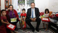 Toroslar'da yeni doğan bebeklerin ilk hediyesi Başkan Yılmaz'dan