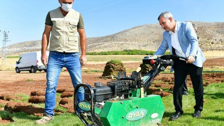 Yeşilyurt Belediyesi rulo çim üretiminde hedeflerinin üzerine çıktı
